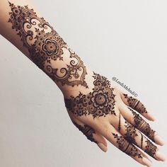 Another late night creation of mine. I started it off thinking I'm just going to do a mandala on the arm but as you guys know, I get carried away! ♀️ look on my Snapchat for a closer look; Leedsmehndi  #hennasleeve #tattoosleeve #mandalatattoo #hennastain #henna #floral #art #love #lace #lacehenna #hennatattoo #hennaartist #hennadesigns #hudabeauty #bridalhenna #hennainspire #dollhousedubai #msirsah #flashtattoo #simpletattoo #temporarytattoo #hennatutorial #arabichenna #arabictattoo...