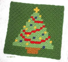 Have a Pixel Christmas: Christmas Tree Square | Don't miss the crochet square pattern that is as fun to decorate as the real thing!