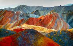 Patternbank stumbled upon a collection of staggering images of the Zhangye Danxia landscape in China. The Geological Park in Gansu is a unique example of p Rainbow Mountains China, Colorful Mountains, Beautiful Rocks, Beautiful Places, Amazing Places, Parc National, National Parks, Zhangye Danxia Landform, China Tourism