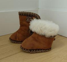 Texel. De schattigste en warmste schapenwollen slofjes voor je baby! www.texelaanjevoeten.nl Ugg Boots, Uggs, Winter, Baby, Shoes, Fashion, Winter Time, Moda, Zapatos