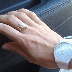 Ring Days !!#ring #petrusandpesrls #etsyshop #etsyworld #topaz #pearls Кольцо с чудесной жемчужиной и шестью белыми топазами #ярмаркаукрашений #украшениянасвадьбу #кольцостопазамм #любовь #swatch