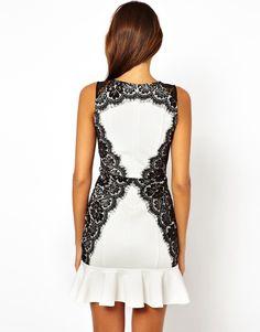 Vestido blanco con decoración en negro 20€ parte trasera, tallas desde la M-XL