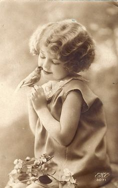 ~ The Feathered Nest Blog~  This image is a share/free to use photo. Lots of wonderful vintage images shared on this blog.