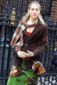 brown jacket - green skirt --- Sarah Jessica Parker - SATC - Carrie Bradshaw - set - sex and the city Carrie Bradshaw Outfits, Carrie Bradshaw Style, Sarah Jessica Parker, Style And Grace, Love Her Style, City Outfits, City Style, Fashion Advice, Mr Big