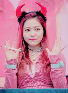 yeri plus a hot pink aesthetic is gr11