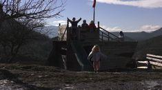 Cette école Montessori cultive la joie d'apprendre… en pleine nature! – Eveil et Nature Montessori, Plein Air, Golden Gate Bridge, Horses, Travel, Animals, Grow Taller, Joy, Kid