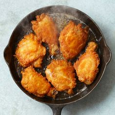 """And here is the beauty of the cast iron skillet: """"Make non-greasy fried food in a cast-iron skillet, like our delicious Skillet-Fried Chicken. Nothing like cooking with cast iron. Cast Iron Skillet Cooking, Iron Skillet Recipes, Cast Iron Recipes, Skillet Meals, Cooking With Cast Iron, Cast Iron Chicken Recipes, Skillet Food, Egg Skillet, Cooking Tips"""