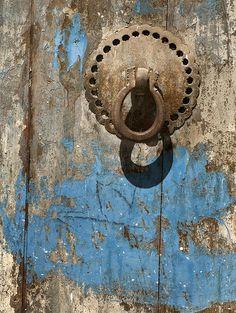 Doorknocker, Hamid Ebrahimi -Cerrajeros #Valencia 24 horas los 365 días del año. Apertura de puertas, cambio de cerraduras y bombines, puertas acorazadas y blindadas, candados, rejas. Atendemos lo más rápido posible. Servicio de atención las 24 horas, Abrimos cajas fuertes y coches. Locksmith