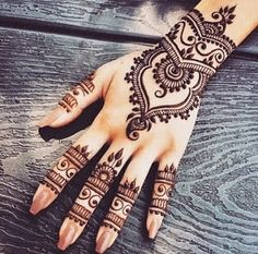 Latest new easy and simple Arabic Mehndi Designs for full hands for beginners, for legs and bridals. Stunning Arabic Mehndi Designs Images for inspiration. Henna Designs Easy, Beautiful Henna Designs, Arabic Mehndi Designs, Easy Henna, Beautiful Mehndi, Unique Henna, Arabic Design, Beautiful Images, Finger Mehendi Designs