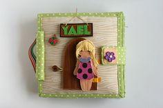 Quiet busy dollhouse book with felt doll for pretend play, TomToy handmade, развивающая книжка, кукольный домик Felt Doll House, Felt Books, Quiet Books, Sensory Book, Travel Toys, Tiny Treasures, Busy Book, Book Girl, Handmade Toys
