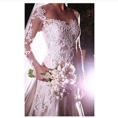 Detalhes de uma noiva linda via @bloglifetogether ❤ #sendonoivaSN #wedding #vestidodenoiva #casar #amor #inspo  Vestido: @lucasanderi {Foto: Cissa Fotografia}