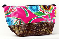 ACEL-SWFPINK/BRONZE.  ACEL-ZBLK/RED.  These two-toned Faux Leather cosmetic bags pair perfectly with all your SJO favorite totes ~ perfect for carrying all your makeup or toiletries in!  Never Stains, just wipe clean when your makeup spills or the chocolate bar melts! #sarahjanesoilcloth #love #madeintheusa www.simplysjo.com