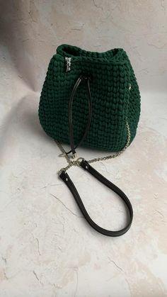 Crochet Bag Tutorials, Crochet Crafts, Yarn Crafts, Crochet Backpack Pattern, Crochet Purse Patterns, Crotchet Bags, Knitted Bags, Mode Crochet, Knit Crochet