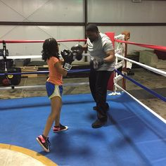 When you train at #triplethreatgym you receive grade A training and knowledge....this is what sets you apart from everyone else trying to do the same thing.....the next #leilaali Zaniya Bruno Munn #makeadifference #bethedifference #learnsomethingnew #boxing #worldclassexperience #hardwork #Dedication #noonedoesitlikewedo