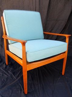 How to Refinish a Vintage Midcentury Modern Chair | DIY Home Decor and Decorating Ideas | DIY