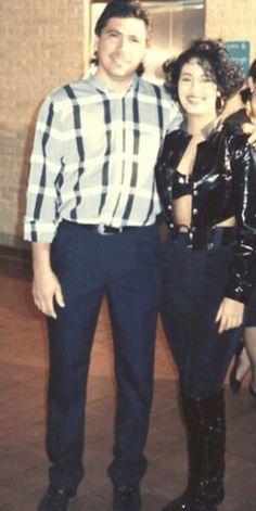 Selena Quintanilla with a fan
