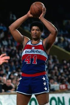 Honourable Mention - Wes Unseld || 10,624 Points (10.8) | 13,769 Rebounds (14.0) | 3,822 Assists (3.9) | 12th All Time Career Rebounds | 1969 MVP | 1978 Finals MVP | 1969 Rookie Of The Year | 1x All NBA 1st Team | 5x All Star | 1978 NBA Champion