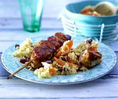 Das Rezept für Cajun-Chicken am Stiel mit Möhren-Rosinen-Reis und weitere kostenlose Rezepte auf LECKER.de