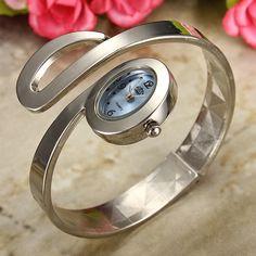 Silvery Oval Quartz Stainless Steel Bracelet Women Wrist Watch