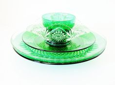 Garden Art Glass Flowers And Vintage Finds by jarmfarm Clear Glass Plates, Glass Plate Flowers, Flower Plates, Glass Art, Glass Garden, Garden Art, Plates And Bowls, Outdoor Art, Color Of The Year