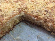 Taas piti leipoa pellillinen omenapiirakkaa! Tätä ei vain voi vastustaa. Pienet piirakat tulevat ihanan meheviä ja herkullisia om...
