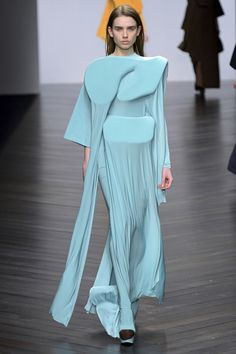 Experimental Fashion Design - free-flowing layers & 3D shapes - conceptual fashion; wearable art // Toma Stenko