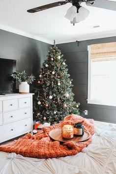 Diy Christmas Decorations, Christmas Feeling, Cozy Christmas, Modern Christmas, Bohemian Christmas, Christmas Holidays, Minimal Christmas, Christmas Stuff, Christmas Ideas