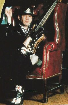 Look at those bad-ass boots ! Stevie Ray Vaughan Guitar, Steve Ray Vaughan, Jimmie Vaughan, Brandy Love, Music Genius, Famous Portraits, Bad To The Bone, George Vi, Best Rock