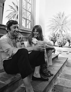 Serge Gainsbourg and Jane Birkin. On set of 'La Piscine' directed by Jacques Deray In Saint Tropez, France. Serge Gainsbourg, Charlotte Gainsbourg, Gainsbourg Birkin, St Tropez France, Jane Birkin Style, Interview, English Actresses, Saint Tropez, Mode Vintage