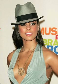 Hats Off.A Look at Lids Alicia Keys, Both Talent and Style! Lily Allen, Jennifer Lopez, Jennifer Garner, Alisha Keys, Alicia Keys Style, Beautiful Black Women, Beautiful People, Look Star, Oprah Winfrey