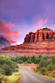 Gorgeous sunset over Cathedral Rock in Sedona, Arizona. This major natural attraction just outside of Sedona is a must-see if you're looking for a gorgeous weekend getaway with some hiking in the U.S! #travel #arizona #sedona