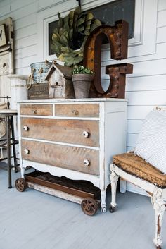 Beautiful Farmhouse Front Porch Decorating Inspirations - Home Decor Ideas Shabby Chic Bedrooms, Shabby Chic Homes, Shabby Chic Decor, Shabby Chic Patio, Rustic Cottage, Rustic Farmhouse, Cottage Style, Farmhouse Style, Fresh Farmhouse