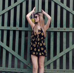 menina com girassol tumblr - Pesquisa Google