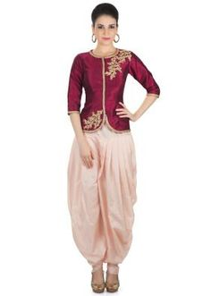 Try this dhoti style salwar kameez for attending mehendi ceremony.