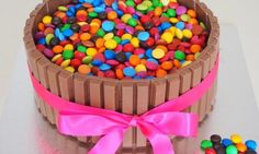 No special baking skills are required to create this colourful, fun, cake that will impress adults and kids alike. Here's how to make a Kit Kat cake. Adult Birthday Cakes, Birthday Cakes For Women, Cool Birthday Cakes, Birthday Nails, 4th Birthday, Triple Layer Chocolate Cake, Lolly Cake, Cake Hacks, Sea Cakes