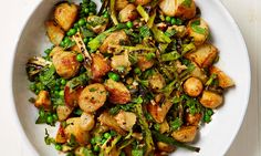 Potato recipes - Yotam Ottolenghi's new potatoes with burnt spring onion and peas Yotam Ottolenghi, Ottolenghi Recipes, Pea Recipes, Potato Recipes, Vegetable Recipes, Vegetarian Recipes, Cooking Recipes, Cooking Broccoli, Cooking Bacon