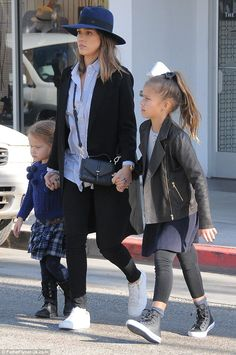 Jessica Alba takes daughters Honor and Haven on a shopping trip | Daily Mail Online