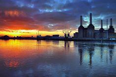 Battersea Power Station - sunrise. By l'enfer on Flickr, 2009.