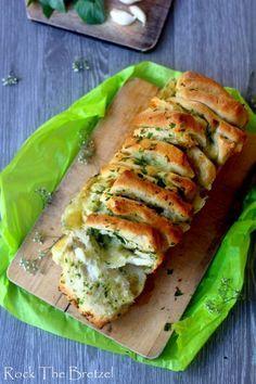 Pain à partager mozzarella ail persil preaprer comme un prefou juste la garniture avec une baguette prete a cuire