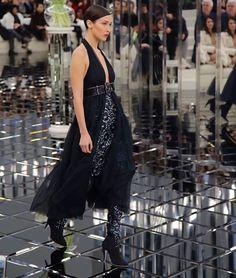 シャネルのオートクチュールショーのランウェイにはベラハディットもブラックのグラマーなドレスで登場 @bellahadid in #chanel #hautecouture black glamour dress photographed by @fashiontomax @gersonlirlo #hautecouture2017  via VOGUE JAPAN MAGAZINE OFFICIAL INSTAGRAM - Fashion Campaigns  Haute Couture  Advertising  Editorial Photography  Magazine Cover Designs  Supermodels  Runway Models