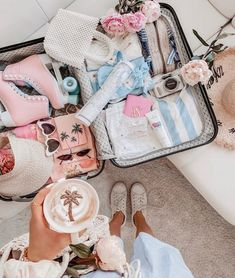 Packing Flat Lay Inspiration Travel Essentials Travel Goals Packing Organisation Packing Help Packing Tips Organised Travel Organisation Packing Suitcase Packing, Travel Packing, Travel Luggage, Travel Goals, Travel Tips, Travel Hacks, Packing Tips, Europe Packing, Traveling Europe