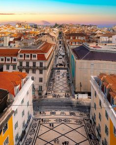 Here's a list of the best non-touristy things to do in this wonderful city of Lisboa, Portugal 📸 anamartafialho Places To Travel, Places To See, Travel Destinations, Monteverde, Voyage Europe, Portugal Travel, Portugal Vacation, Outdoor Survival, Future Travel