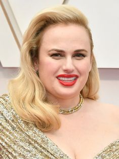 13 Must-See Beauty Looks From the 2020 Oscars Red Carpet — Rebel Wilson Matte Red Lips, Bright Red Lipstick, Modern Updo, Baby Pink Dresses, Brunette Bob, White Blonde Hair, Crop Hair, Subtle Ombre, Low Chignon