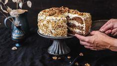 Slovy nelze popsat, jakmocchutný aúžasně vláčný tento mrkvový dort je. Musíte hozkrátka upéct aochutnat. Nejste zrovna rození cukráři? Nebojte se, zvládnete holevou zadní! Vaši blízcí vámzanějbudou ruce líbat!