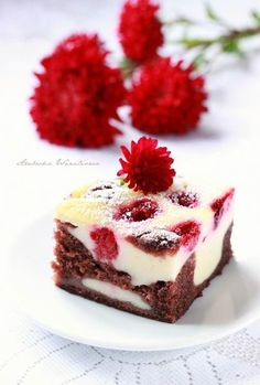 Chocolate Cake with Yogurt and Raspberries Cake Recipes, Dessert Recipes, Polish Recipes, Dessert Bars, I Foods, Cheesecake, Sweet Tooth, Food Porn, Good Food