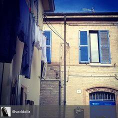#borgosangiuliano #bluesky #blueweather #bluewindow #bluedoor #richiami #sintonia #pannistesi #scorci #myrimini @comunerimin #regram di @veddeliz