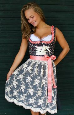 Herz´sach Dindl, handgemachte Dirndl - Unikate, edel und luxuriös - I love the concept of this dress! So beautiful! Octoberfest Girls, Oktoberfest Costume, German Outfit, Beer Girl, Dirndl Dress, Maid Dress, Cheongsam, Hanfu, Feminine Dress