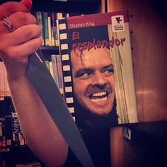 Cuidado con devolver los libros tarde... #bookfacefriday #bookface