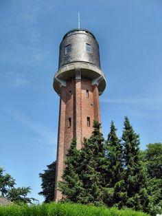 """Das besondere Feriendomizil: Der Plöner Wasserturm ist 2006 zu einem attraktiven """"Ferienhaus am Stiel"""" umgestaltet worden und präsentiert sich direkt am Großen Plöner See als komfortabel ausgestattetes Ferienhaus. Super Urlaub!"""