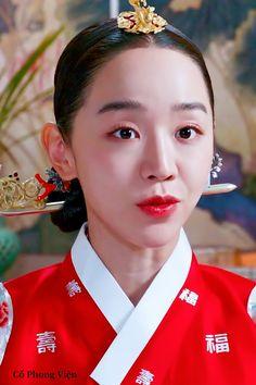 Jung Hyun, Kim Jung, Korean Traditional Dress, Traditional Outfits, Drama Korea, Korean Drama, Beautiful Person, Korean Beauty, Videos